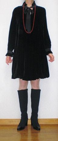 黒ベルベットワンピ