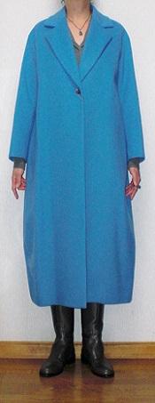 青コート 正面