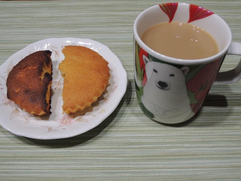 マドレーヌとコーヒー