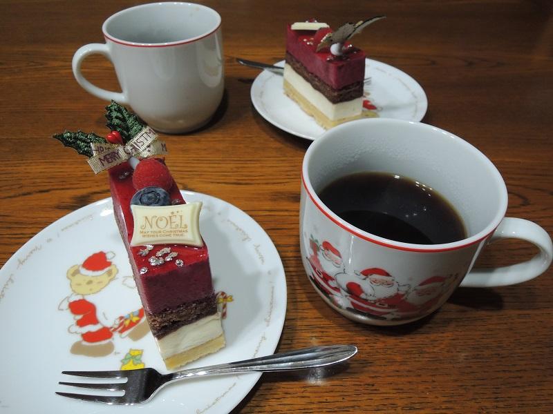 クリスマスケーキとコーヒー