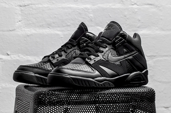 nike-air-tech-challenge-3-triple-black-00.jpg