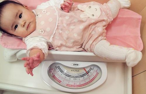 生後7カ月 体重測定1