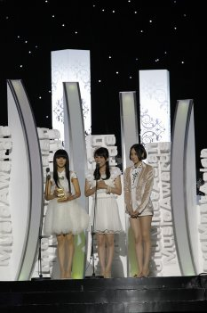 news_thumb_Perfume_2010MAMA_02.jpg