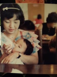 ①宮沢磨由の母
