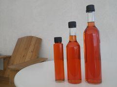 【写真】近々販売予定のいちご酢のボトル3種類