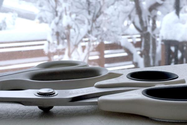 ハサミと雪景色