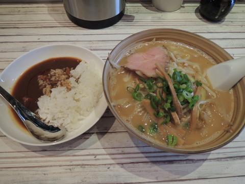 味噌らーめん(790円)+小カレー(200円)