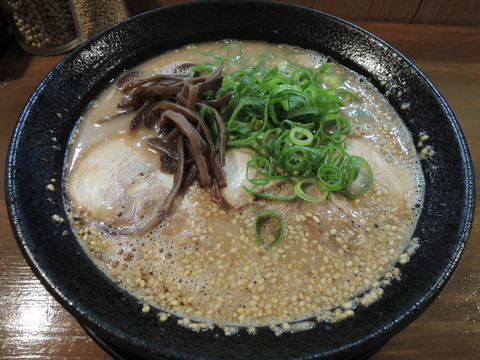 濃香とんこつ(しお)(700円)