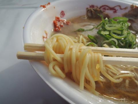 魚介とんこつ辛みそラーメンの麺