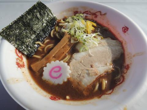 王道の濃厚豚骨魚介ラーメン(800円)