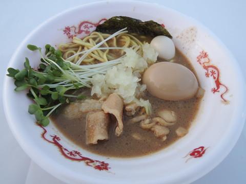 濃厚味噌の煮干し鶏そば~炙り肉バージョン~(800円)+味玉