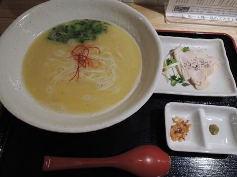 鶏白湯らーめん(750円)
