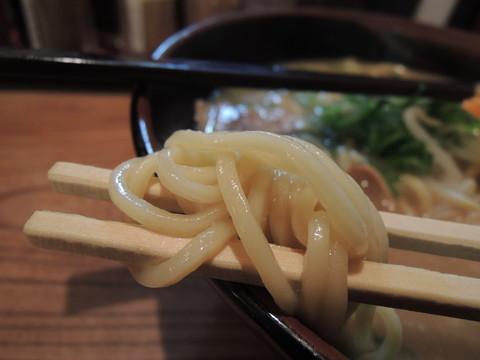 古潭らーめん(しょうゆ)の麺