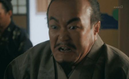 「お味方の人数、兵の手配り、軍略、それら一切が敵方に漏れたということでござる!!」小山田信茂