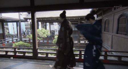 織田が陣を張る法華寺で、徳川軍を見つける真田昌幸。 真田丸