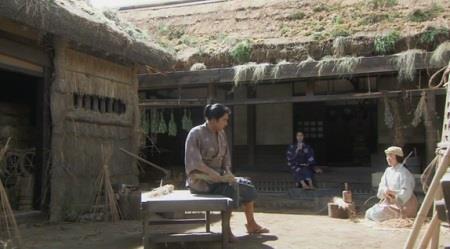 堀田作兵衛の家で、作兵衛と梅と三人 真田丸