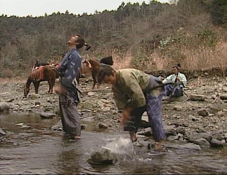 川でひと休憩の三人 真田太平記