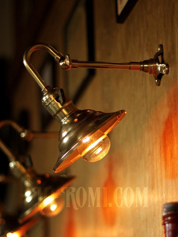真鍮製 ブラケット ランプ 壁面照明 照明設計 店舗設計