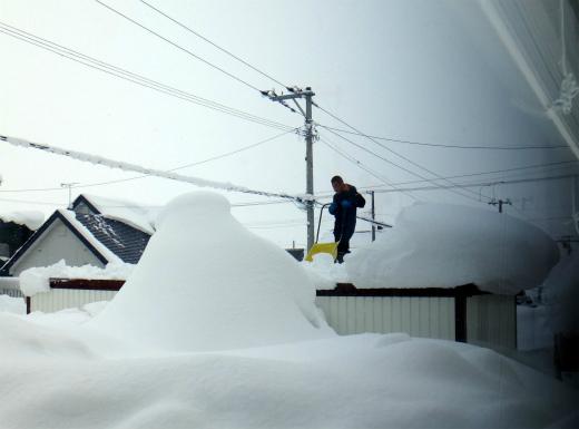 s-783-3車庫の屋根の雪おろし