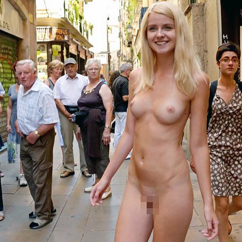 民衆の前で裸になってる外人エロ画像