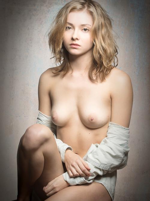 可愛いモデルさん、Alina Phillips のセクシーヌードwww