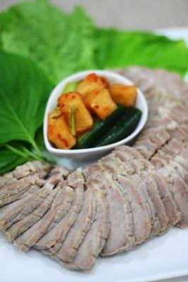 ポッサム(韓流蒸し塩豚の野菜包み)