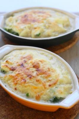 蒸しブロッコリーとゆで卵の豆乳グラタンa