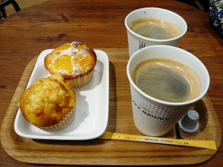 CAFE BRICCO:カップケーキ、ホットコーヒー