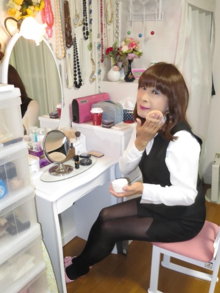 黒OLベストスタイル化粧台前(3)