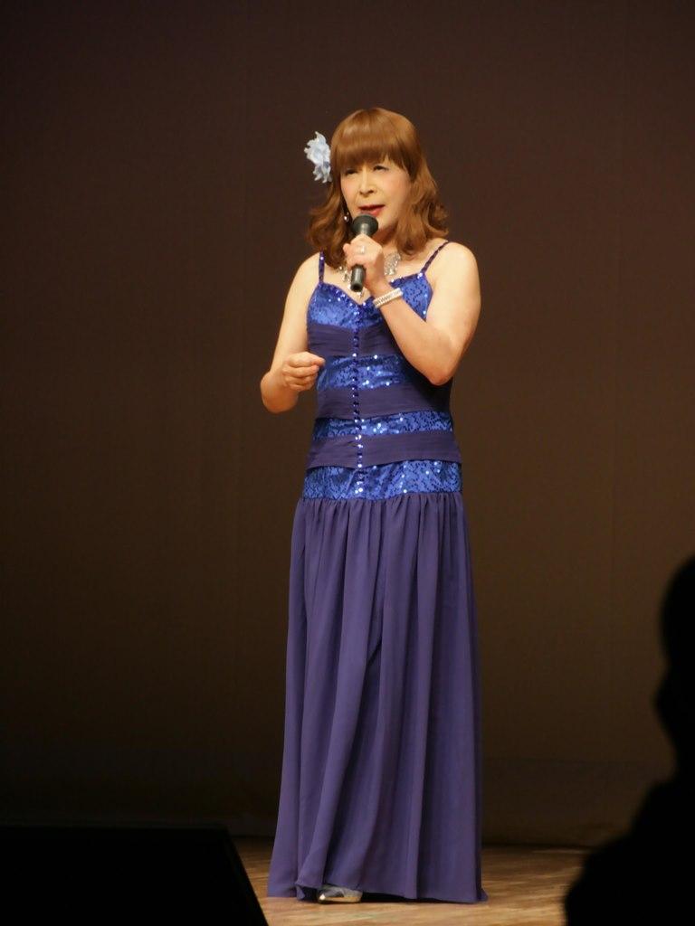 青紫のドレス舞台(1)
