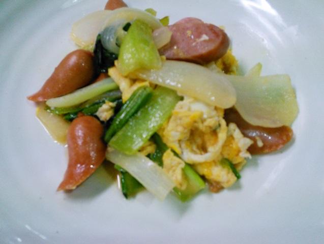 ソーセージと小松菜の炒め物