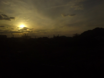 54海に日が沈む