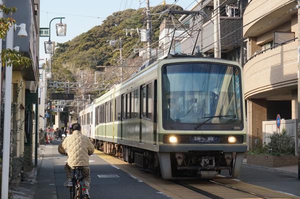 2016-01-08 江ノ電2001F 鎌倉行き