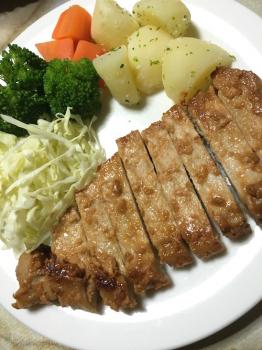 豚の焼肉と野菜添え