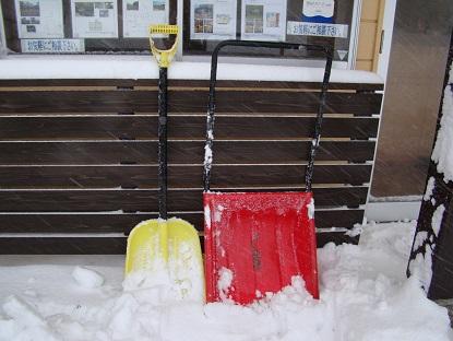 雪カキ道具