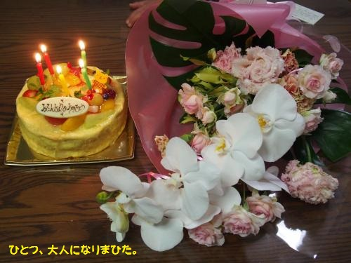 誕生日ケーキと花束