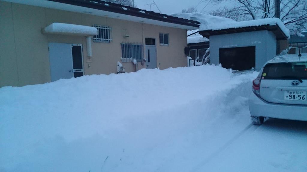 校長住宅雪かき01