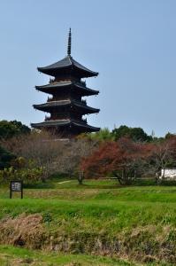 南門跡から見た五重の塔