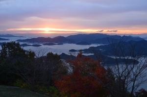 三原の海と朝日
