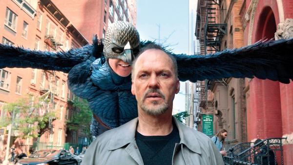 2-birdman-riggan-with-actual-birdman-flying-up-behind-him_convert_20160123091339.jpg