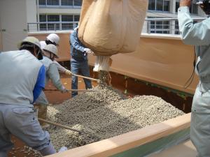 0903南原小排水基盤材投入