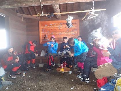02の3避難小屋でお昼