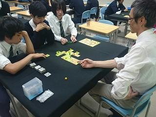 2015-11-28-その一手の様々な可能性を説明する岩村氏