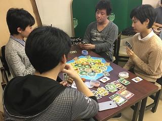 2016-02-18-2-山形氏の話を熱心に聞く部員