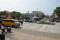 枋寮駅前広場には警察車両がいっぱい160122