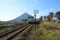 開聞岳とローカル列車160131