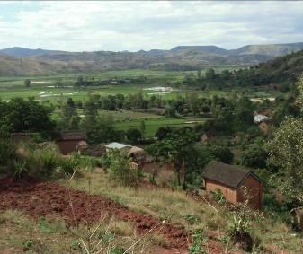 サルバラチ村の緑豊かな谷風景