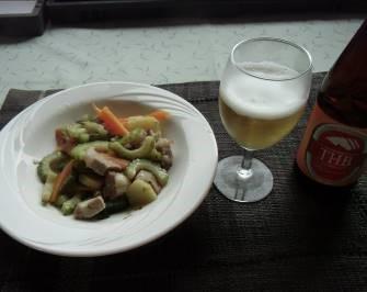 ニガウリ緑を使った料理とビール