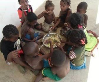 現地子供たちの食事