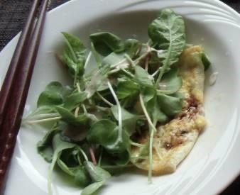 ソバの芽サラダと卵焼き